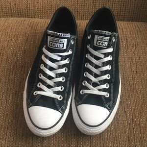 Converse Cons low top black sneakers w/ van insole